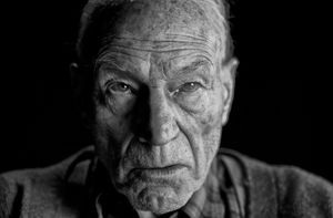 Patrick Stewart is looking old and withered in a new shot fr