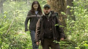 Thomasin McKenzie  plays 13-year-old Tom, the daughter of Wi