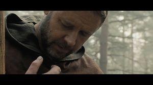 Russell Crowe stars in Robin Hood