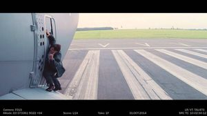 Yes, Tom Cruise hang outside an actual airplane during filmi